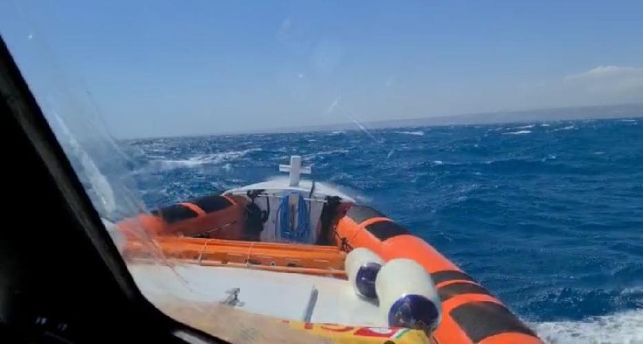 https://www.ragusanews.com//immagini_articoli/17-07-2021/1626542451-pozzallo-soccorsi-tre-diportisti-in-una-barca-in-avaria-1-500.jpg