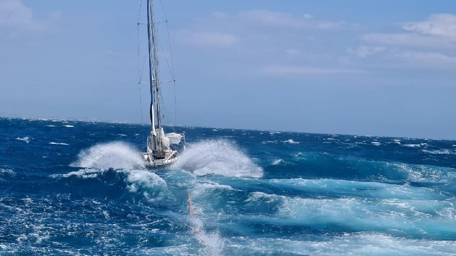 https://www.ragusanews.com//immagini_articoli/17-07-2021/pozzallo-soccorsi-tre-diportisti-in-una-barca-in-avaria-500.jpg