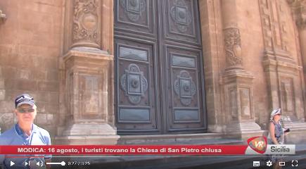 http://www.ragusanews.com//immagini_articoli/17-08-2017/agosto-chiusa-chiesa-pietro-turisti-increduli-240.png