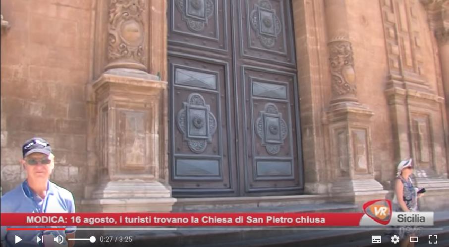 http://www.ragusanews.com//immagini_articoli/17-08-2017/agosto-chiusa-chiesa-pietro-turisti-increduli-500.png