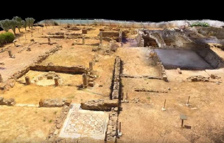 http://www.ragusanews.com//immagini_articoli/17-08-2017/villa-romana-scoperta-sicilia-ricostruita-video-500.jpg