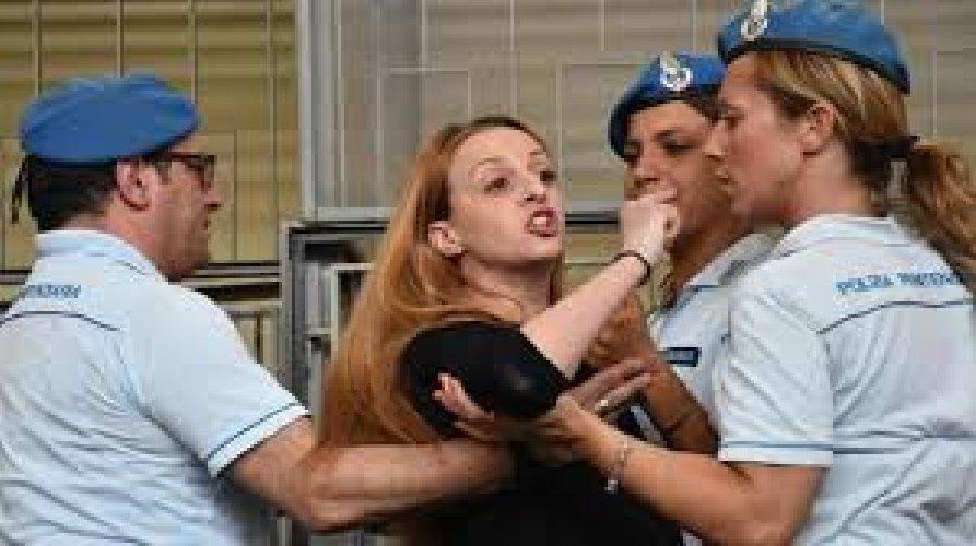 https://www.ragusanews.com//immagini_articoli/17-08-2018/veronica-panarello-trasferita-carcere-torino-500.jpg