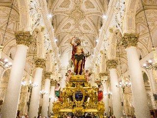 https://www.ragusanews.com//immagini_articoli/17-08-2019/al-via-i-festeggiamenti-di-san-giovanni-a-ragusa-240.jpg
