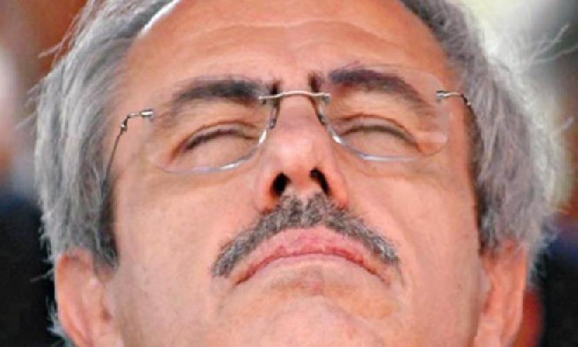 https://www.ragusanews.com//immagini_articoli/17-09-2011/i-consulenti-alla-sanita-di-raffaele-lombardo-da-grammichele-500.jpg