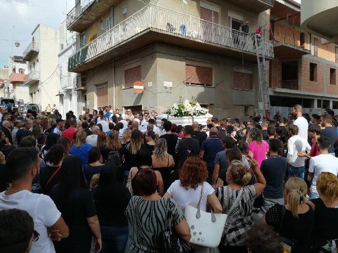 https://www.ragusanews.com//immagini_articoli/17-09-2018/celebrati-funerali-angelo-falco-500.jpg