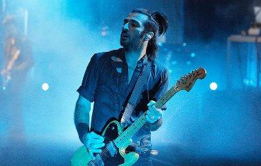 https://www.ragusanews.com//immagini_articoli/17-09-2018/chitarrista-negramaro-colpito-emorragia-cerebrale-240.jpg