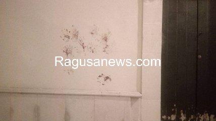 https://www.ragusanews.com//immagini_articoli/17-09-2019/1568757223-ragazzo-ubriaco-rompe-vetro-e-sporca-di-sangue-via-mormina-penna-1-240.jpg