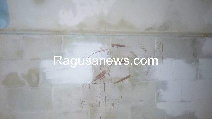 https://www.ragusanews.com//immagini_articoli/17-09-2019/1568757589-ragazzo-ubriaco-rompe-vetro-e-sporca-di-sangue-via-mormina-penna-1-240.jpg