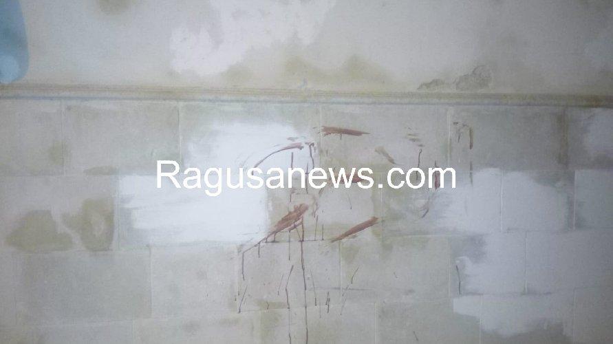 https://www.ragusanews.com//immagini_articoli/17-09-2019/1568757589-ragazzo-ubriaco-rompe-vetro-e-sporca-di-sangue-via-mormina-penna-1-500.jpg