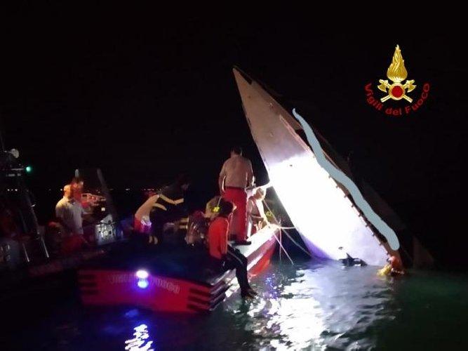 https://www.ragusanews.com//immagini_articoli/17-09-2019/venezia-barca-schianta-morti-ferito-500.jpg