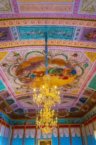 https://www.ragusanews.com//immagini_articoli/17-09-2020/1600327918-a-modica-il-libro-val-di-noto-perla-di-sicilia-5-500.jpg
