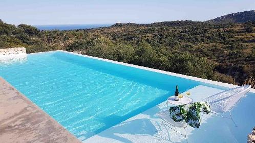 https://www.ragusanews.com//immagini_articoli/17-09-2021/1631896364-piscine-terra-cielo-un-tuffo-tra-verde-e-blu-della-sicilia-foto-2-280.jpg