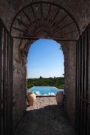 https://www.ragusanews.com//immagini_articoli/17-09-2021/1631896367-piscine-terra-cielo-un-tuffo-tra-verde-e-blu-della-sicilia-foto-4-280.jpg