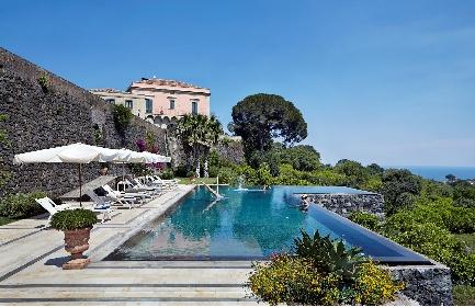 https://www.ragusanews.com//immagini_articoli/17-09-2021/1631896369-piscine-terra-cielo-un-tuffo-tra-verde-e-blu-della-sicilia-foto-5-280.jpg