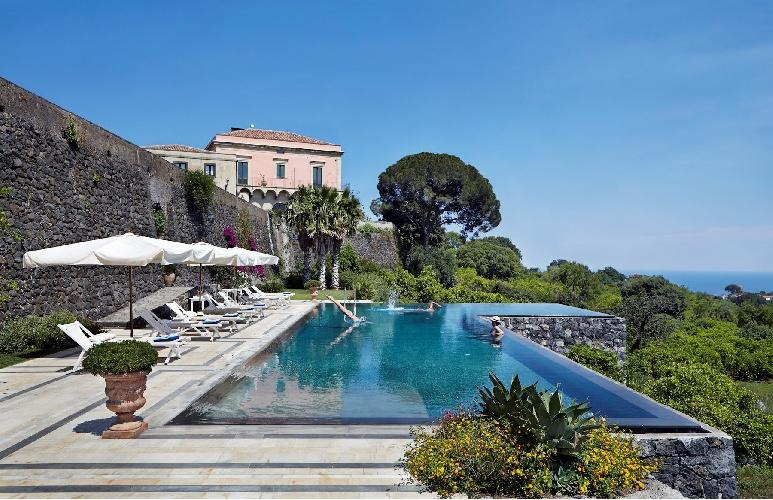 https://www.ragusanews.com//immagini_articoli/17-09-2021/1631896369-piscine-terra-cielo-un-tuffo-tra-verde-e-blu-della-sicilia-foto-5-500.jpg