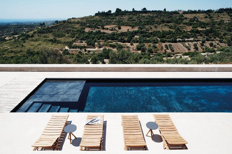 https://www.ragusanews.com//immagini_articoli/17-09-2021/piscine-terra-cielo-un-tuffo-tra-verde-e-blu-della-sicilia-foto-500.jpg