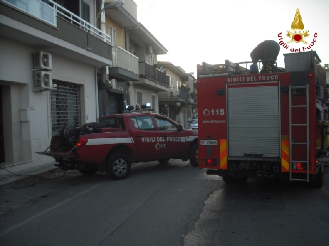 https://www.ragusanews.com//immagini_articoli/17-10-2014/incendio-in-una-casa-di-santa-croce-500.jpg