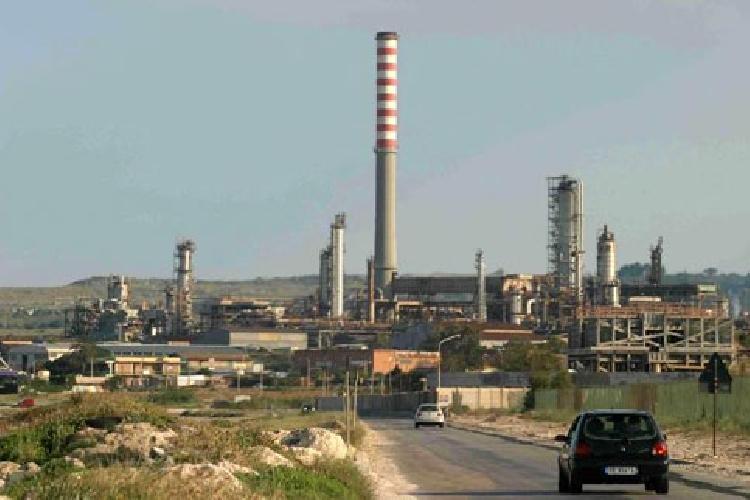 https://www.ragusanews.com//immagini_articoli/17-10-2014/versalis-la-chimica-siciliana-verso-il-consolidamento-500.jpg