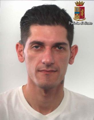 http://www.ragusanews.com//immagini_articoli/17-10-2016/furto-in-appartamento-arrestato-angelo-ventura-420.jpg
