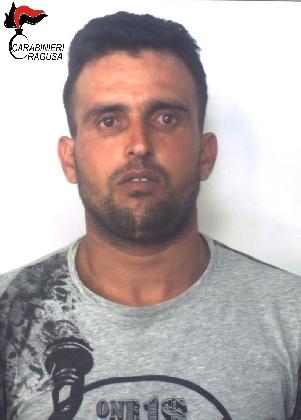 http://www.ragusanews.com//immagini_articoli/17-10-2016/non-si-ferma-all-alt-dei-carabinieri-arrestato-420.jpg