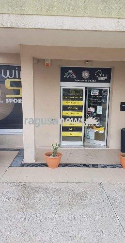 https://www.ragusanews.com//immagini_articoli/17-10-2018/furto-scasso-agenzia-scommesse-ragusa-500.jpg