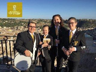 https://www.ragusanews.com//immagini_articoli/17-10-2018/presenta-volume-scuola-musicale-gratuita-peppino-galfo-240.jpg