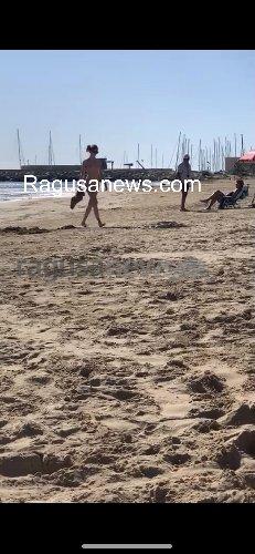 https://www.ragusanews.com//immagini_articoli/17-10-2019/donne-senza-veli-in-spiaggia-a-marina-di-ragusa-500.jpg