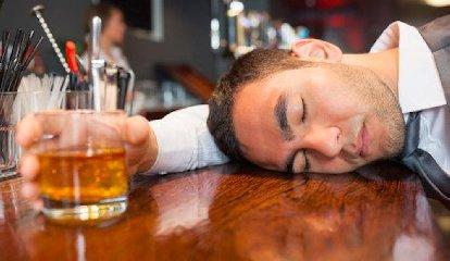 https://www.ragusanews.com//immagini_articoli/17-10-2019/ubriaco-va-in-escandescenza-240.jpg