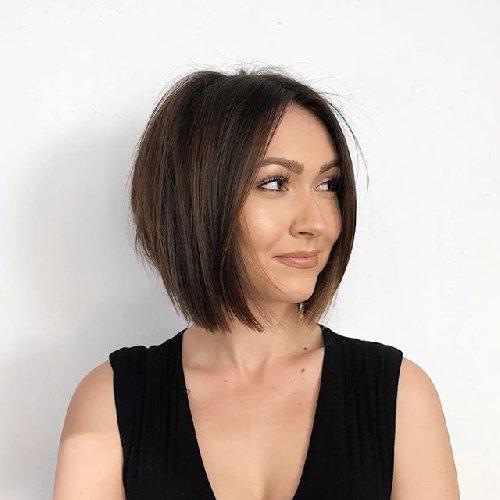 https://www.ragusanews.com//immagini_articoli/17-10-2020/1602926368-i-tagli-2020-21-i-capelli-medi-e-la-nuova-tendenza-5-500.jpg