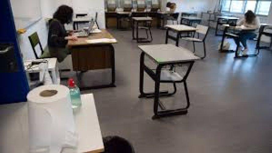 https://www.ragusanews.com//immagini_articoli/17-10-2020/covid1-studente-del-liceo-scientifico-positivo-classe-in-quarantena-500.jpg