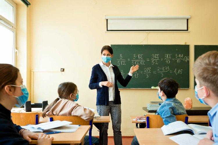 https://www.ragusanews.com//immagini_articoli/17-10-2020/il-preside-di-palermo-il-virus-non-e-nelle-scuole-sbagliato-chiudere-500.jpg