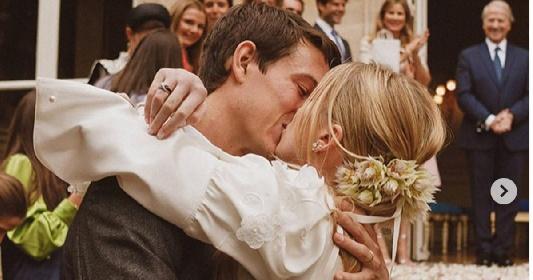 https://www.ragusanews.com//immagini_articoli/17-10-2021/alexandre-arnault-e-geraldine-guyot-si-sono-sposati-a-venezia-280.jpg