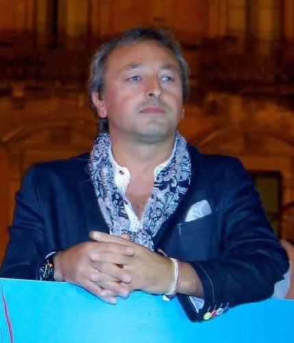 http://www.ragusanews.com//immagini_articoli/17-11-2014/incarico-al-figlio-di-dezio-il-sindaco-azzera-la-giunta-500.jpg
