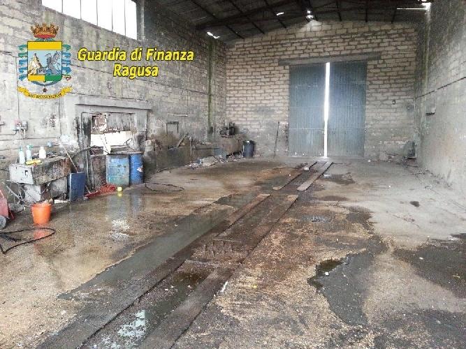 https://www.ragusanews.com//immagini_articoli/17-11-2014/ragusa-un-autolavaggio-abusivo-per-camion-500.jpg