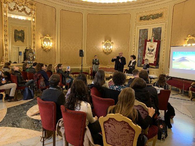 https://www.ragusanews.com//immagini_articoli/17-11-2018/noto-lezione-speciale-studenti-bocconi-500.jpg