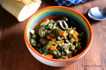 https://www.ragusanews.com//immagini_articoli/17-11-2019/1573985762-olive-verdi-schiacciate-ricetta-siciliana-2-240.jpg