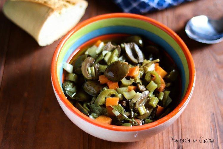 https://www.ragusanews.com//immagini_articoli/17-11-2019/1573985762-olive-verdi-schiacciate-ricetta-siciliana-2-500.jpg