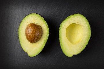 https://www.ragusanews.com//immagini_articoli/17-11-2019/a-dieta-con-l-avocado-il-frutto-che-ci-fa-dimagrire-240.jpg