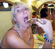 http://www.ragusanews.com//immagini_articoli/17-12-2015/il-cannolo-siciliano-ve-lo-facciamo-spalmabile-100.png
