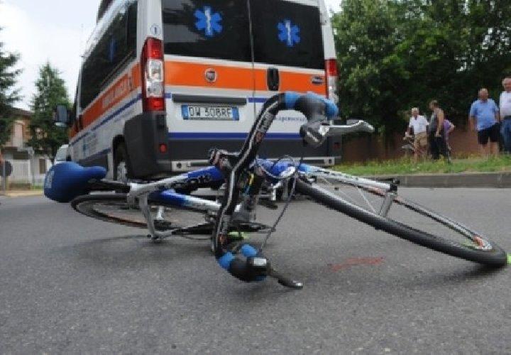 https://www.ragusanews.com//immagini_articoli/17-12-2017/sampieri-ciclista-colto-infarto-ricoverato-ragusa-500.jpg