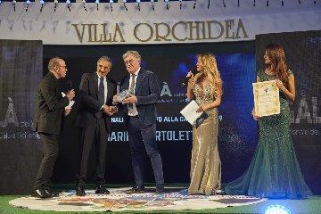 https://www.ragusanews.com//immagini_articoli/17-12-2019/notte-di-campioni-notte-di-un-calcio-daltri-tempi-240.jpg