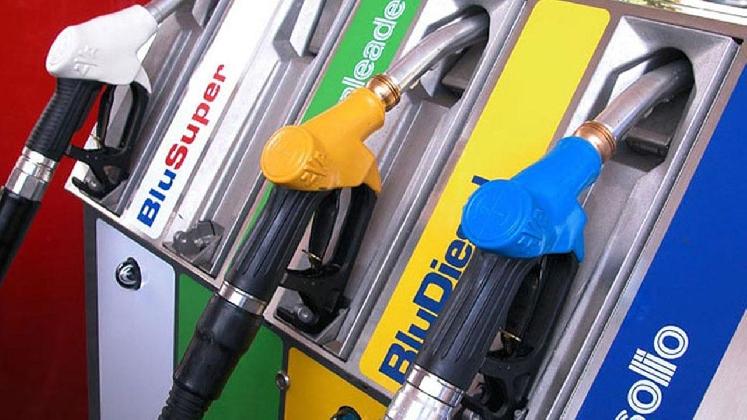http://www.ragusanews.com//immagini_articoli/18-01-2017/contrabbando-carburante-arresti-sequestro-impianti-anche-ragusa-420.jpg