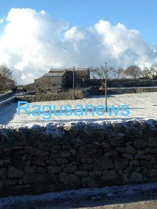 http://www.ragusanews.com//immagini_articoli/18-01-2017/frigintini-neve-420.jpg