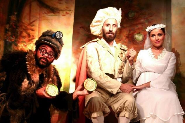 http://www.ragusanews.com//immagini_articoli/18-01-2017/isidoro-melarance-teatro-420.jpg