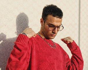 http://www.ragusanews.com//immagini_articoli/18-01-2018/caffetteria-singolo-rapper-siciliano-edobass-video-240.jpg