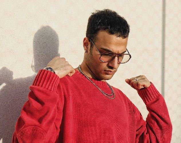 https://www.ragusanews.com//immagini_articoli/18-01-2018/caffetteria-singolo-rapper-siciliano-edobass-video-500.jpg