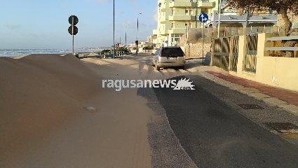 http://www.ragusanews.com//immagini_articoli/18-01-2018/dune-sahara-riviera-lanterna-scoglitti-video-240.jpg