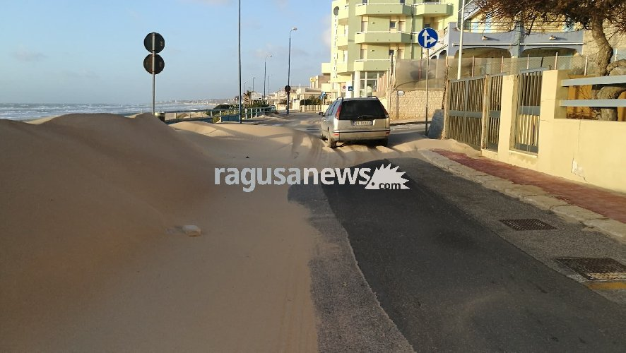 https://www.ragusanews.com//immagini_articoli/18-01-2018/dune-sahara-riviera-lanterna-scoglitti-video-500.jpg