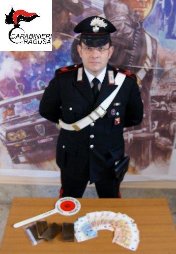 https://www.ragusanews.com//immagini_articoli/18-01-2019/arrestato-ragusano-grammi-hashish-500.jpg