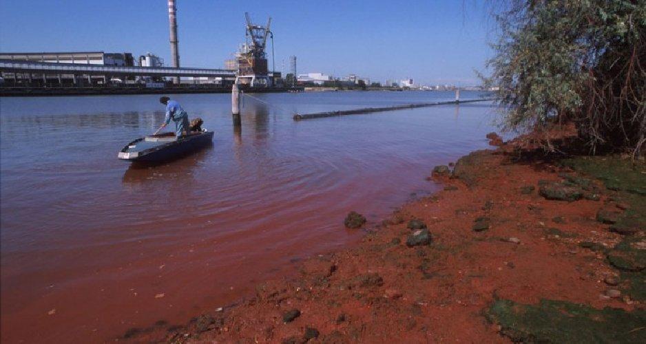 https://www.ragusanews.com//immagini_articoli/18-01-2019/inquinamento-rada-augusta-giornalista-assolto-benche-morto-500.jpg